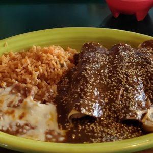 Chicken-Enchiladas-Molle-sauce